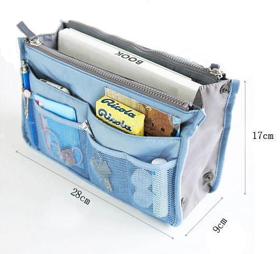 c5e1b5ba17 Praktický organizér do kabelky s kapsami na zip modrý látkový