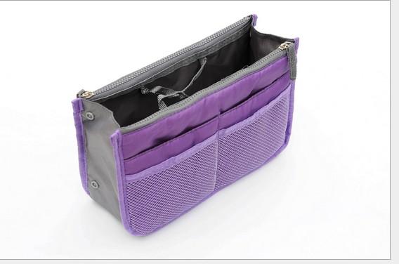 d78598935a Praktický organizér do kabelky s kapsami na zip fialový látkový