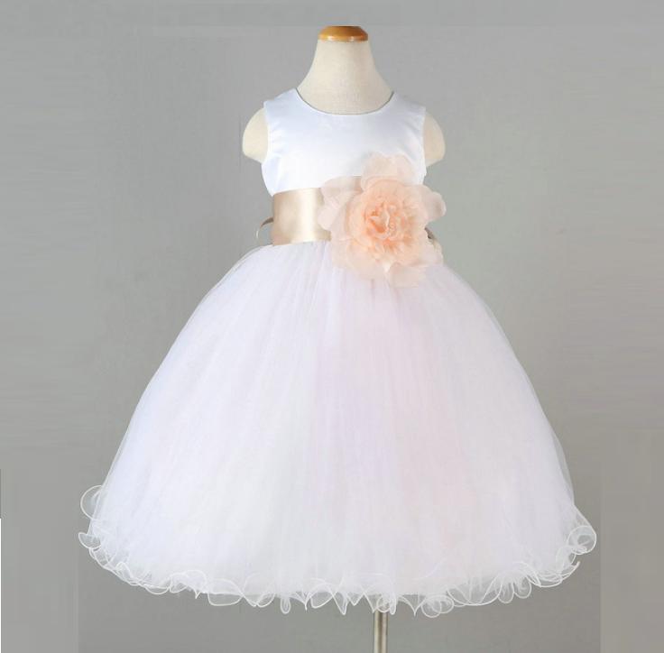 Dětské šaty bílé svatební slavnostní luxusní s kytkou a stuhou ff31694baf